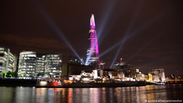 Shard London Laser Show (picture-alliance/photoshot)