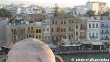 Blick auf die Hafenpromenade von Chania auf Kreta am 16.09.2007. Foto: Bernd von Jutrczenka +++(c) dpa - Report+++ pixel Schlagworte Hafen , .Geografie , .Städte , Promenade , kuppel , .Häuser