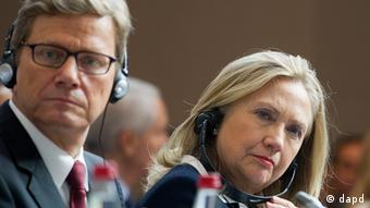 Secretary of State Hillary Rodham Clinton, right, and German Foreign Minister Guido Westerwelle listen during the Friends of Syria conference in Paris, Friday, July 6, 2012. Syrian opposition leaders are pressing diplomats at an international conference for a no-fly zone over Syria, but the U.S. and its European and Arab partners are expected to focus on economic sanctions instead. (Foto:Jacques Brinon, Pool/AP/dapd)