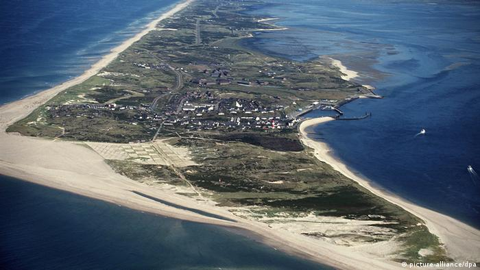 The Island Of Sylt Charms With Its Luxury And Long Beaches Dw