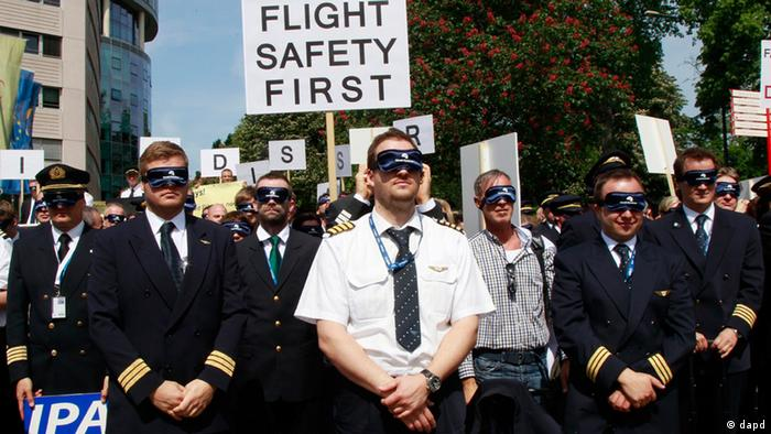 Pilots wear eye masks and demonstrate in Cologne against flight time limits of 11 hours.