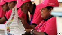 An East Timore's election official folds a ballot during the parliamentary election at a polling station in the capital of Dili, East Timor, Saturday, July 7, 2012. (Foto:Kandhi Barnez/AP/dapd)
