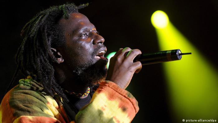 Tiken Jah Fakoly est l'un des chanteurs ivoiriens le plus connus en Afrique
