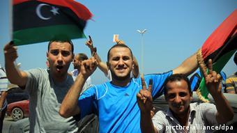 epa03299131 Libyans celebrate the vote in the National Congress elections at the corniche road (seaside road), in Benghazi, Libya, 07 July 2012. Voters headed to the polls across Libya on 07 July to elect a 200-seat National Congress, which will have legislative powers and appoint a new government, amid fears of violence and calls for boycott in eastern cities. Around 2.7 million Libyans have registered to vote to elect the assembly, consisting of 120 directly elected members and 80 contenders from party lists. EPA/AMEL PAIN +++(c) dpa - Bildfunk+++