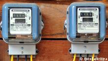 A row of electric meters measuring power use (Fotolia: #42792842); © Fotolia/kritiya