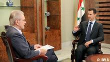 HANDOUT - Ein undatiertes Handoutfoto, das von der ARD-Anstalt SWR am Sonntag (08.07.12) zur Verfügung gestellt wurde, zur Berichterstattung über die Sendung «Weltspiegel», zeigt - im Exklusiv-Gespräch im Weltspiegel - Jürgen Todenhöfer (l), Publizist und Nahost-Kenner, der den syrischen Präsidenten Baschar al-Assad befragt. Die Sendung wird Sonntag um 19.20 Uhr im Ersten Programm (ARD) ausgestrahlt werden. ACHTUNG - Verwendung nur im engen inhaltlichen, redaktionellen Zusammenhang mit genannter WDR-Sendung bei Nennung der Quelle: «Bild: SWR» +++(c) dpa - Bildfunk+++