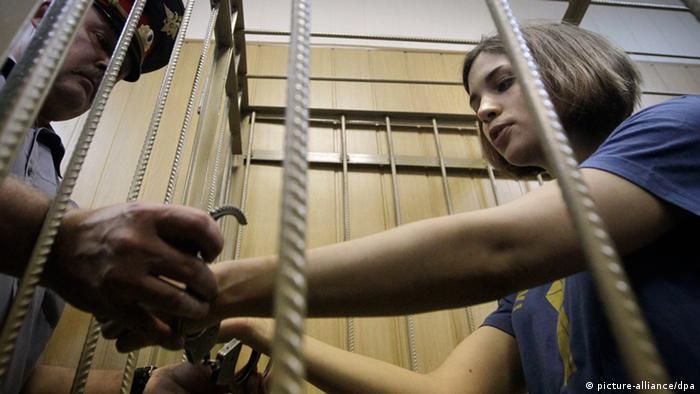 Надежда Толоконникова в клетке Хамовнического суда