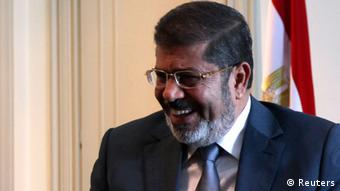 Egypt's first Islamist President Mohamed Mursi smiles during a meeting with U.S. Deputy Secretary of State William Burns at the presidential palace in Cairo July 8, 2012. REUTERS/Amr Abdallah Dalsh (EGYPT - Tags: POLITICS CIVIL UNREST)