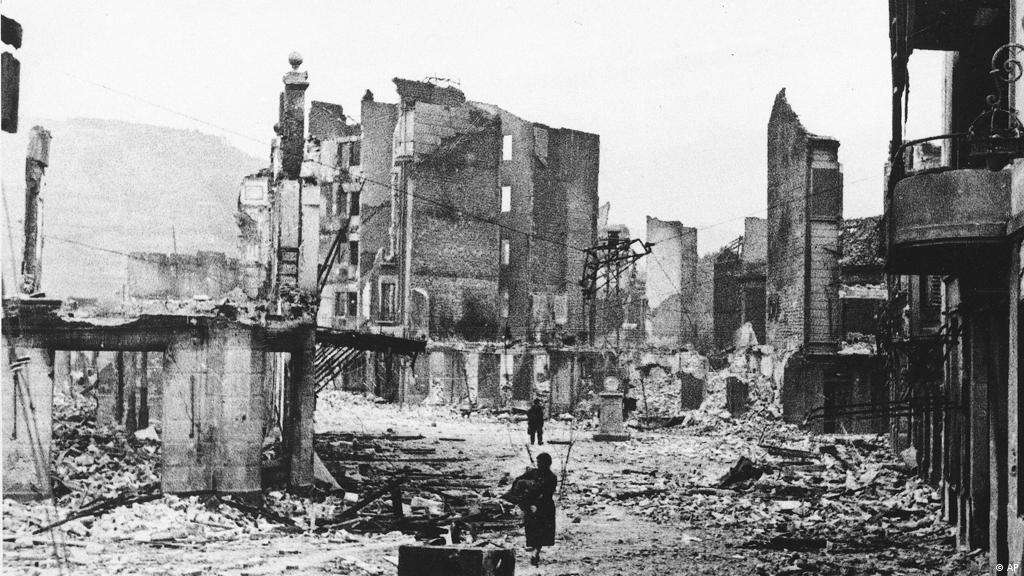 1937: Bombardeio de Guernica | Fatos que marcaram o dia | DW ...