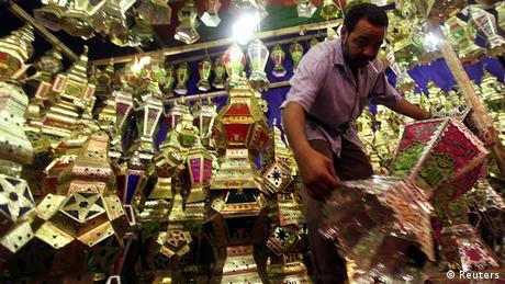 Ägypten Verkäufer von Ramadan-Laternen in Kairo - Foto: REUTERS/Amr Abdallah Dalsh