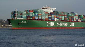 A Chinese ship transports Chinese goods Photo: Carsten Neff/dapd