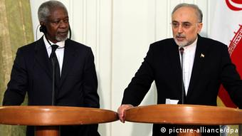 epa03178164 Iranian foreign minister Ali-Akbar Salehi (R) and UN-Arab League envoy Kofi Annan (L) during a press conference in Tehran, Iran, 11 April 2012. Iran told visiting UN-Arab League envoy Kofi Annan on 11 April that Syrian President Bashar al-Assad should stay in power regardless of whatever decisions taken in the Syrian conflict. 'Iran supports the people's will in Syria for more freedom but also believes that any change should solely be done within talks between the people and the current government,' Salehi reportedly said. EPA/ABEDIN TAHERKENAREH
