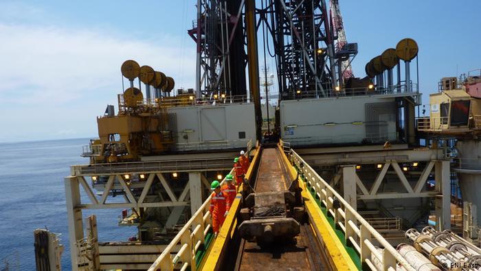 Navio-plataforma Saipem que opera no norte de Moçambique