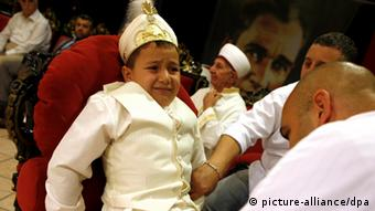 Turkish boy during circumcision (picture: dpa)