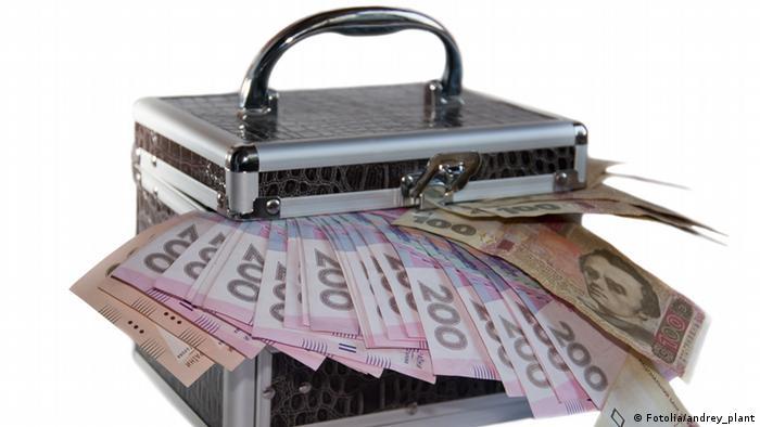 Податки, держфінанси