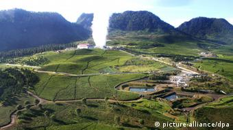Undated handout image released by GE Indonesia on Wednesday 04 November, 2009: Shown here is a photo of the Wayang Windu power station, Indonesia's biggest geothermal power producer, venting excess steam. , located in a volcanic region of tea and quinine plantations. GE is a diversified global infrastructure, finance and media company that is built to meet essential world needs. From energy, water, transportation and health to access to money and information, GE serves customers in more than 100 countries and employs more than 300,000 people worldwide. EPA/Business Wire EPA COMMERCIAL FEED EDITORIAL USE ONLY +++(c) dpa - Report+++