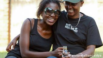 Lesbisches Paar in Afrika (Foto: EPA/DAI KUROKAWA)