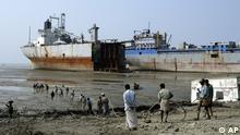Abwracken von Schiffen in Chittagong Bangladesch