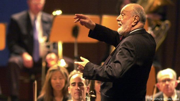 Kurt Masur conducting the New York Philharmonic Orchestra