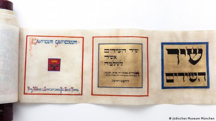 Das Hohelied in einer Pergamentrolle, gestaltet von Julius Genss und Ado Vabbe, 1932 (Foto: Sammlung Julius Genss Courtesy/ Jüdisches Museum München)