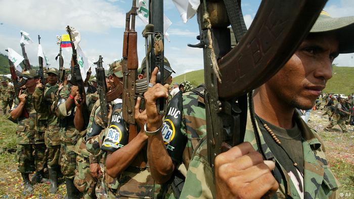 Unidad de las fuerzas paramilitares AUC en 2005