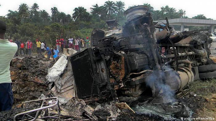 Nigeria fuel tanker explosion kills at least 95 | News | DW | 12 07 2012