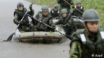 Japan's Ground Self-Defense Force personnel on rubber boat search for missing people in Aso, Kumamoto Prefecture, Japan, Saturday, July 14, 2012. Heavy rain triggered flash floods and mudslides in southern Japan on Thursday, killing nearly two dozens of people. (Foto:Kyodo News/AP/dapd) JAPAN OUT, MANDATORY CREDIT, NO LICENSING IN JAPAN, CHINA, HONG KONG, SOUTH KOREA AND FRANCE