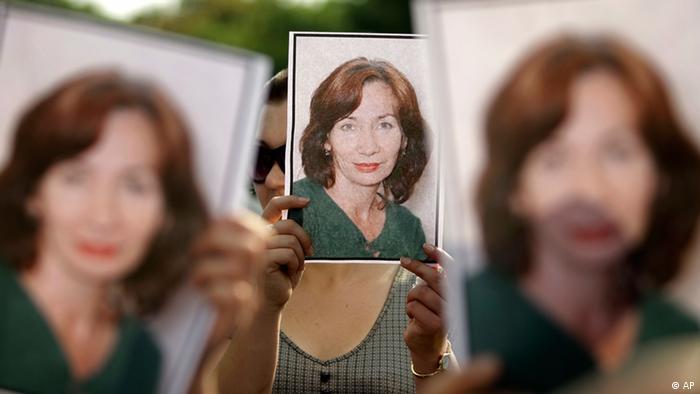 Фотографии Натальи Эстемировой на митинге