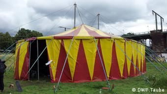 Diskussionen und Aktionen im Zirkuszelt