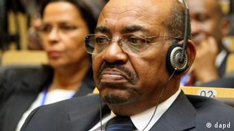 Sudan's President Omar al-Bashir attends the African Union summit in Addis Ababa, Ethiopia, Sunday, July 15, 2012. Delegates at the African Union summit are likely to focus attention on continuing hostilities between Sudan and the year-old state of South Sudan. (Foto:Elias Asmare/AP/dapd)