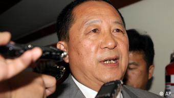 O ministro norte-coreano Ri Yong Ho