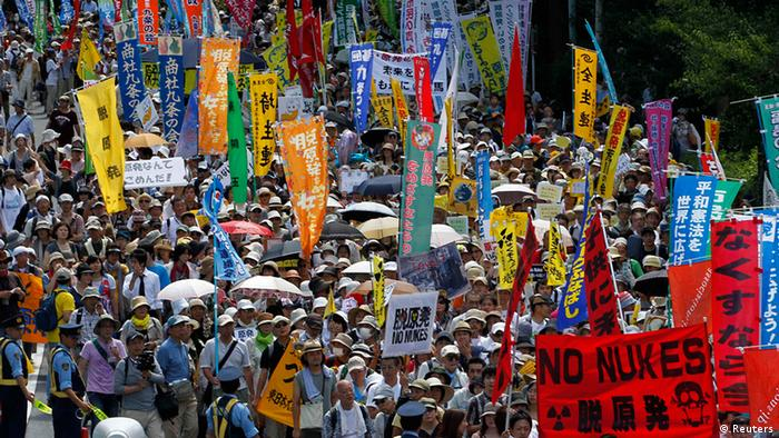 Protesters march during an anti-nuclear demonstration demanding a stop to the operation of nuclear power operations in Tokyo July 16, 2012. According to local media, tens of thousands of demonstrators took part in the rally on Monday. REUTERS/Kim Kyung-Hoon (JAPAN - Tags: CIVIL UNREST ENERGY)