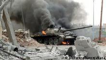 Syrien Kämpfe brennender Panzer in Homs