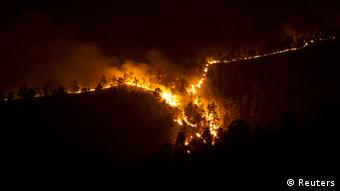 A forest fire burns out of control in the Vilaflor municipality in the southern part of Tenerife island, a part of Spain's Canary Islands, July 16, 2012. Picture taken July 16, 2012. REUTERS/Santiago Ferrero (SPAIN - Tags: DISASTER ENVIRONMENT)