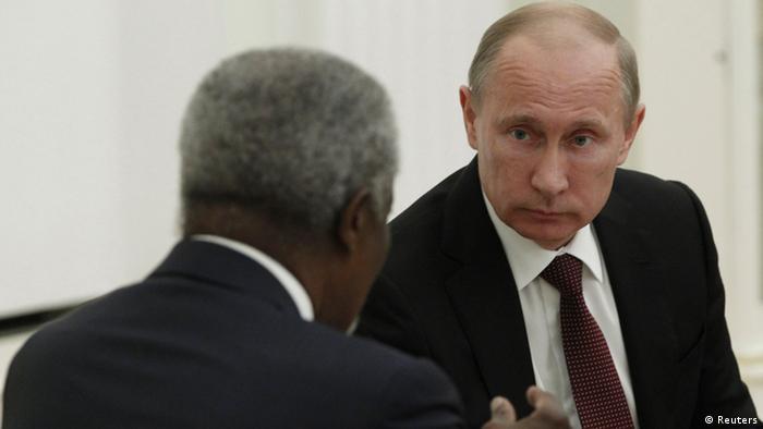 Vladimir Putin (derecha) y el secretario general de la ONU Kofi Annan.