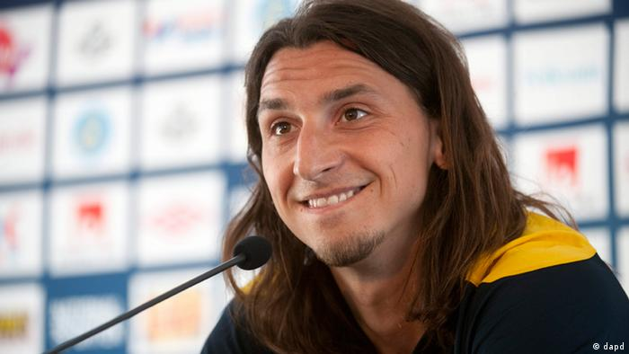 Sweden's national soccer player Zlatan Ibrahimovic smiles during a press conference after the second day of the team's training camp for the Euro 2012 championships at the Gutavallen stadium in Visby, on the island of Gotland, south of Stockholm, Friday May 25, 2012. (Foto:Fredrik Sandberg/AP/dapd) SWEDEN OUT