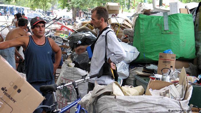 Trash collectors in Buenos Aires (photo: Jack Chang/MCT /Landov/dpa)