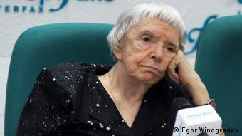 Lyudmila Alexeyeva at a press conference in Moscow