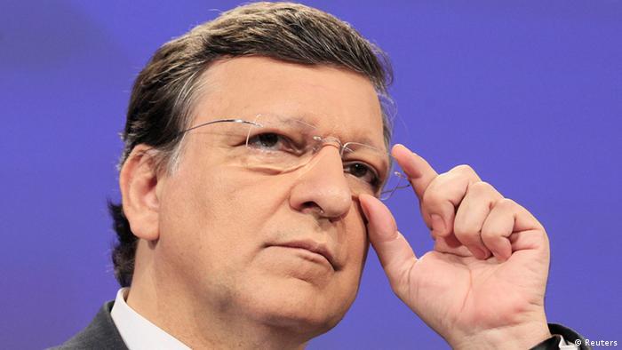 Manuel Barroso rückt seine Brille zurecht (Foto: Reuters)