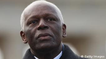 O partido do presidente angolano José Eduardo dos Santos teria vantagens financeiras sobre a oposição