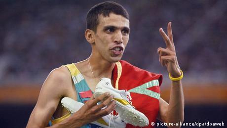 هشام الكروج خلال فوزه بميداليتين ذهبيتين في دورة أثينا 2004