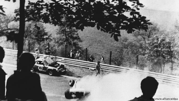 Deutschland Motorsport Nürburgring Niki Lauda Unfall 1976 (picture-alliance/dpa)