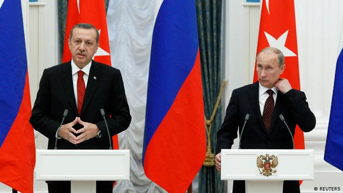 Russian President Vladimir Putin (R) and Turkish Prime Minister Tayyip Erdogan attend a news conference in Moscow's Kremlin July 18, 2012. REUTERS/Sergei Karpukhin (RUSSIA - Tags: POLITICS)