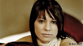 کریستینا اشتورمر، خواننده ترانه تیم ملی اتریش