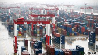 Hafen Shanghai Symbolbild Schlechtwetterlage der Weltwirtschaft