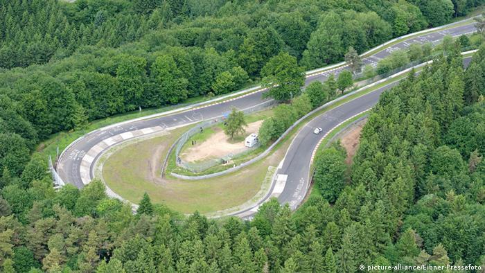 Streckenabschnitt Karussell beim 69. Eifelrennen im ADAC auf dem Nuerburgring-Nordschleife vom 18.06.2010 bis 20.06.2010 pixel Copyright: picture-alliance/Eibner-Pressefoto