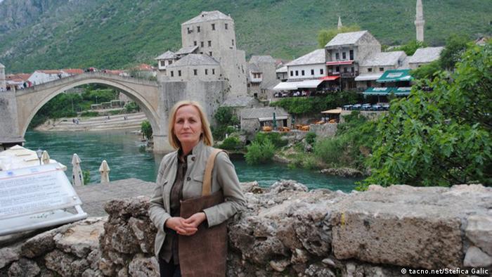 Štefica Galić ispred Starog mosta u Mostaru