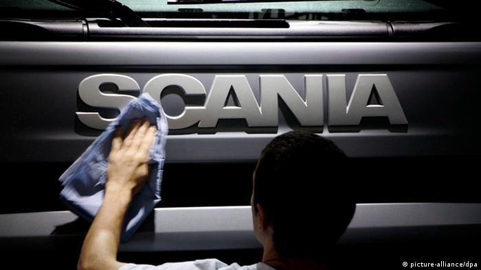 Man cleaning a Scania truck