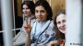 Mitglieder von Pussy Riot in einer Zelle (Foto: Reuters)