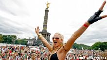 Love parade Berlin Siegessäule Archivbild